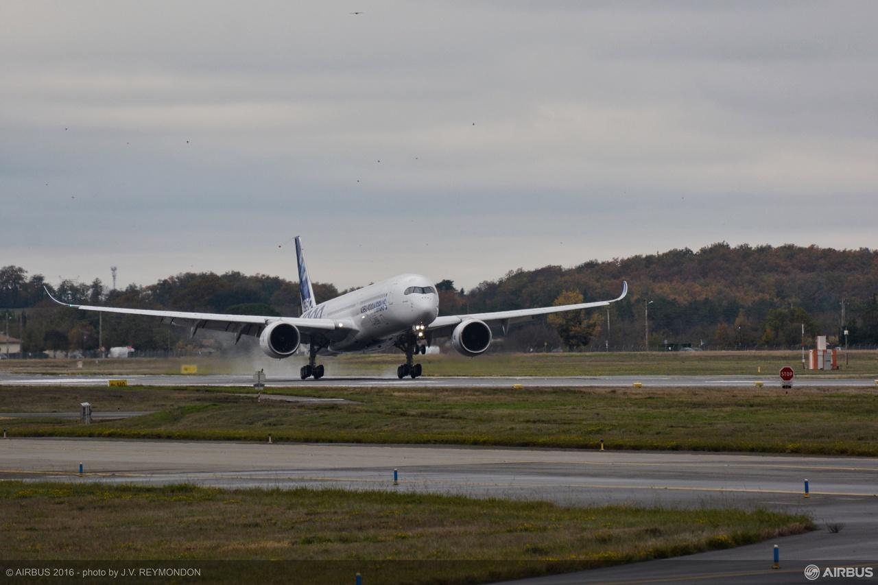 a350-1000_first_flight_landing