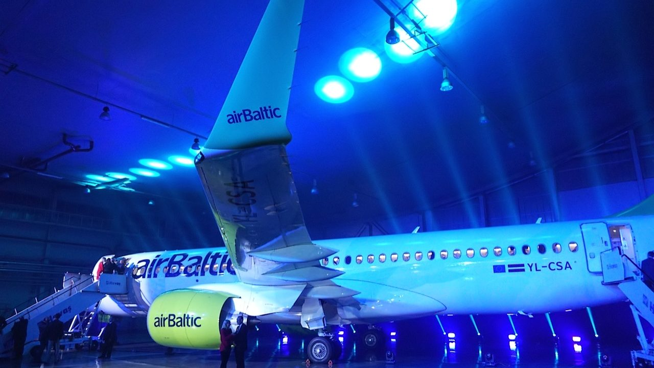 airBaltic présente son Bombardier CS300